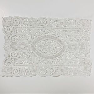 Set of 2 white Doily placemats